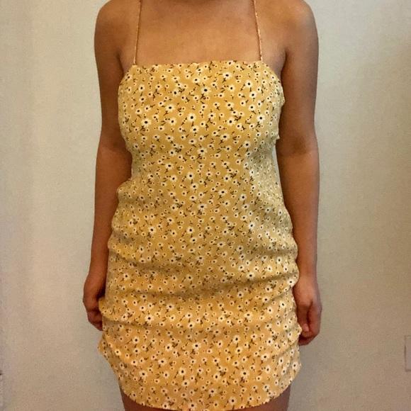 Princess Polly Dresses & Skirts - Floral Yellow Dress💛🔐